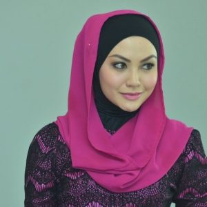 Gaya Anis Al Idrus Bertudung