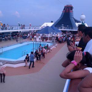 Kolam Renang Kapal Star Cruises