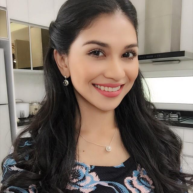 Anzalna Nasir Senyum