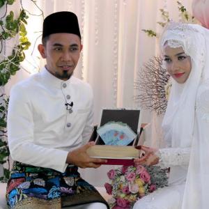 Gambar Perkahwinan Joy Revfa