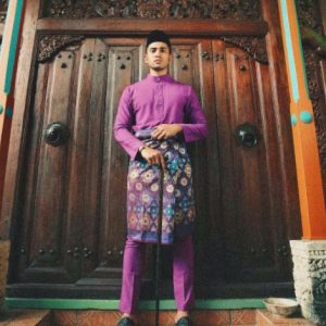 Idris Khan Pakai Baju Melayu