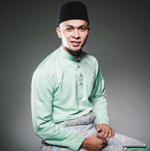 Jaslin Puasa Pakai Baju Melayu
