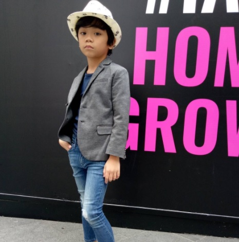 Fesyen Nik Adam Mikael
