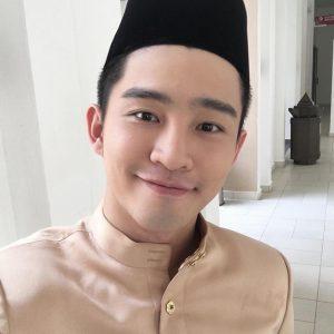 Alvin Chong Pakai Songkok