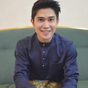 Ariz Lufias Berbaju Melayu