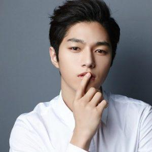 Kim Myung Soo L Photo