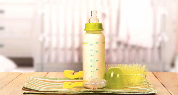 Tips Mengajar Bayi Minum Susu Botol Sebelum Kembali Bekerja