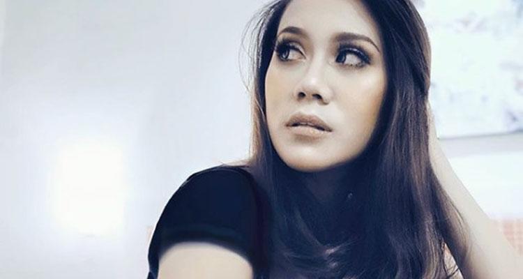Bella Nazari, Dari Pentas Lakonan Ke Dunia Nyanyian