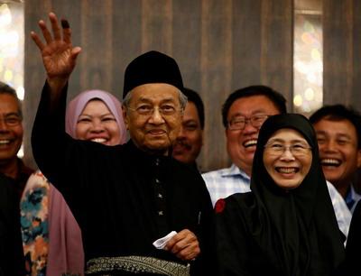 Tun M Perdana Menteri Ketujuh Small