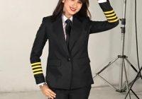 Neera Azizi Pakai Baju Pilot