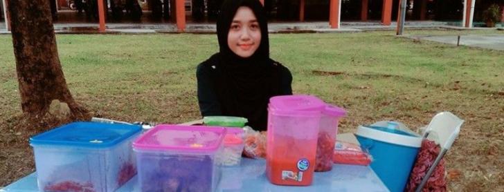 Permalink to Berkenalan Dengan Siti Hajjar Ahmad, Peniaga Gerai Nasi Lemak Anak Dara