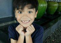 Nik Adam Mikael Senyum